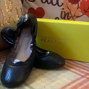 Kenneth Cole Reaction Size 10 Black Flats